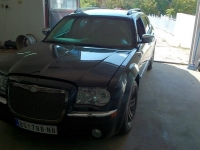 chrysler_srt8_300c_01